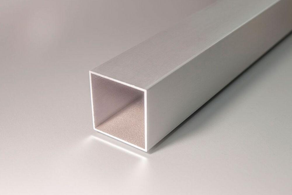 Tubo hueco cuadrado de aluminio